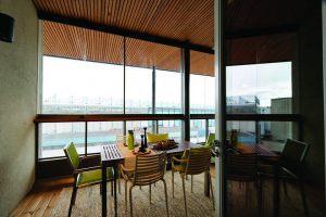 retractable-glass-walls-condos-hotels-balconies-0022