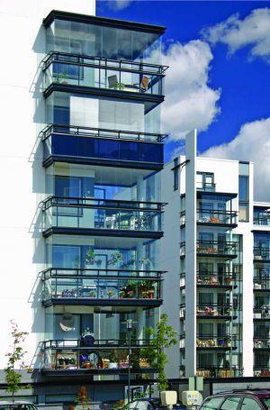 retractable-glass-walls-condos-hotels-balconies-007