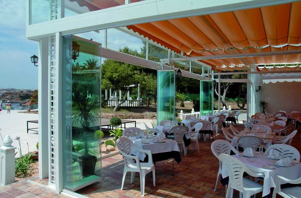 Retractable glass wall systems for Retractable glass wall system