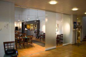 retractable-glass-walls-restaurants-0011