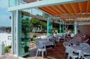 retractable-glass-walls-restaurants-0014