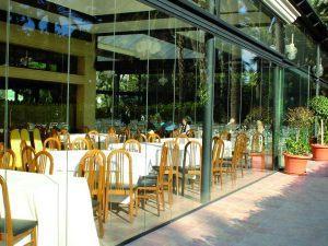 retractable-glass-walls-restaurants-009