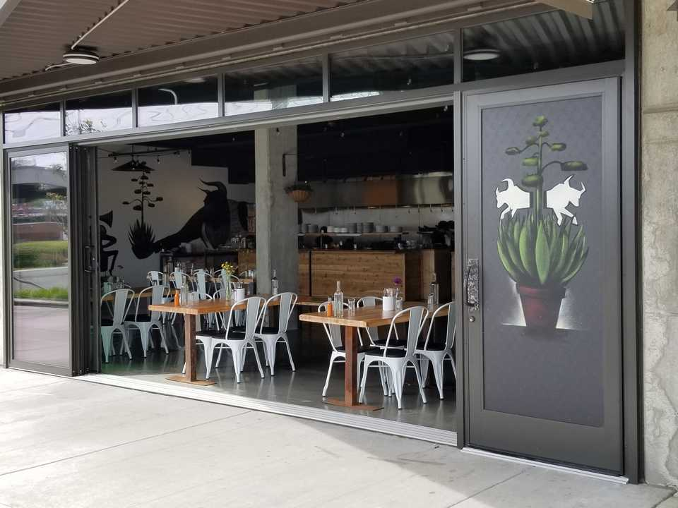 Doors restaurant restaurant doors specialized doors Opening glass walls